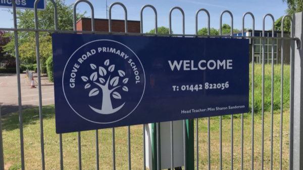 Zbuten masat kufizuese në Angli, fëmijët kthehen në shkolla