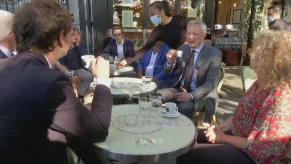 """""""Kafe dhe kroasant"""", francezët i kthehen zakoneve të vjetra pas javësh privim"""