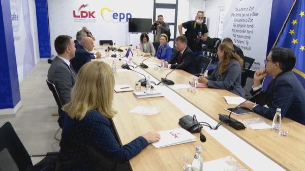 Takon liderët e partive politike, Lajçak: Kosova të flasë me një zë në dialogun me Serbinë