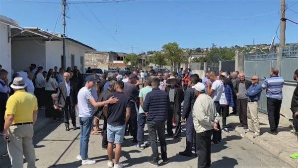 Djegin mbetje shtazore, banorët në Lezhë protestë për ndotjen e ajrit