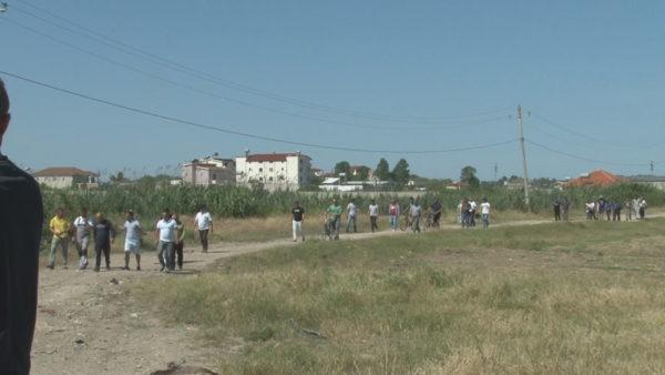 Durrësi pa vendgrumbullim të mbeturinave urbane, Sukthi bllokon kamionët