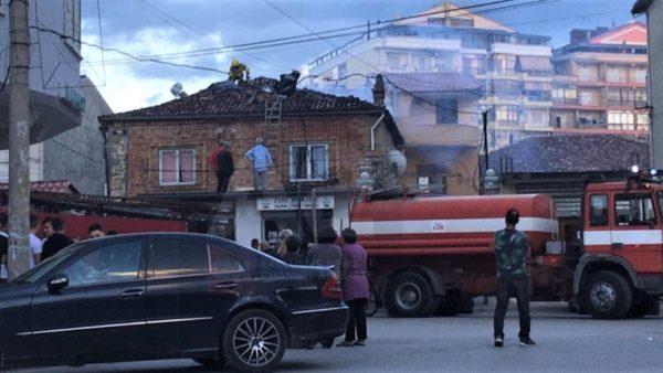 Korçë, zjarr në një banesë, dëme të mëdha, por nuk ka të lënduar