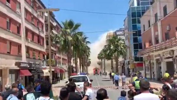 Shembet me shpërthim të kontrolluar pallati 5-katësh në Durrës