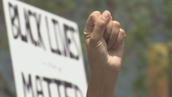 """""""Nuk marr dot frymë"""", marshime në mbarë botën. Protestuesit: Ndryshimi po vjen"""