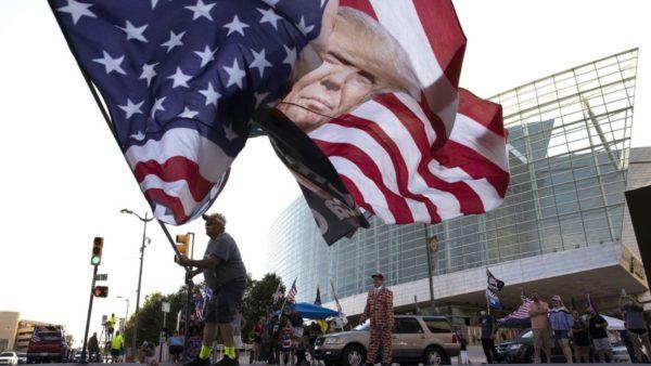 Trump përgatitet për mitingun e madh, por sondazhet e tregojnë 12 pikë mbrapa Biden