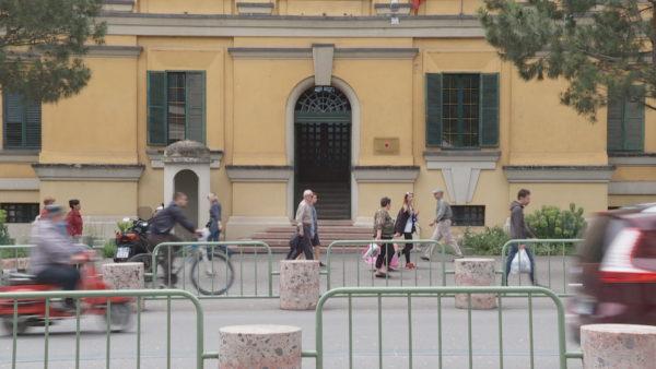 Kritikat e FMN, ekspertët: Të drejta, qeveria të marrë masa