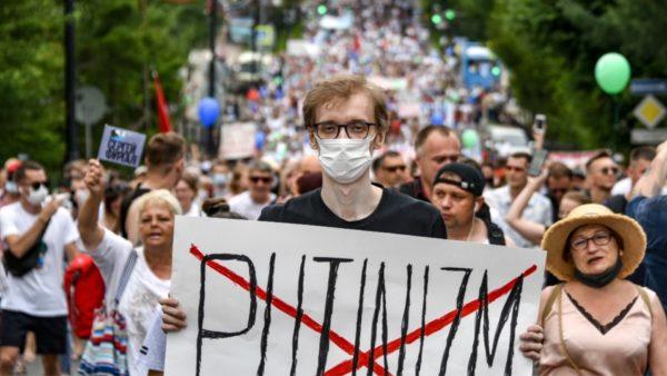 """""""Rebelohet"""" ndaj Putin krahina lindore, mijëra persona kërkojnë dorëheqjen e tij"""