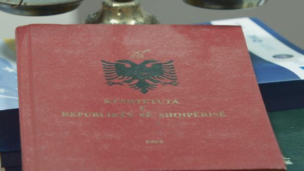 Kodi, pas korrikut. Ndryshimet kushtetuese, para Reformës Zgjedhore