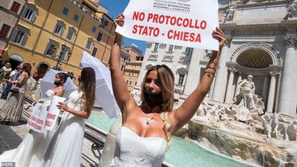 Nuset janë gati, por pandemia i pengon të martohen