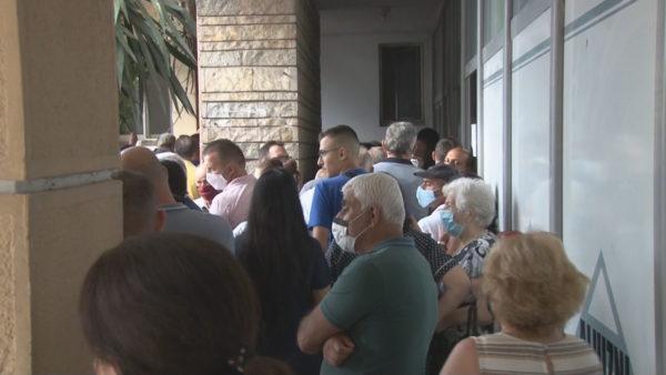 Dëmet e tërmetit në Durrës, qytetarët me ditë në radhë për të aplikuar