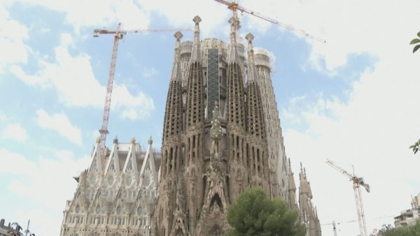"""""""Sagrada Familia"""" nderon mjekët, rihap dyert për punonjësit e sistemit shëndetësor"""