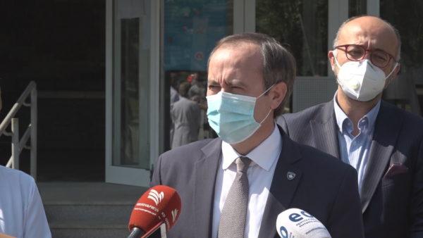 Kryeministri Hoti shërohet nga koronavirusi, të hënën kthehet në zyrë