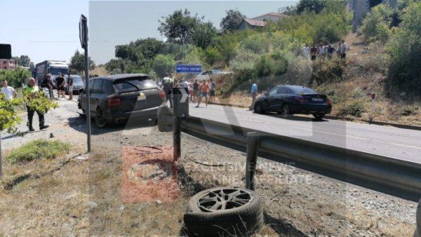 Aksident në Lezhë-Shkodër, përplasen 3 automjete dhe një motor