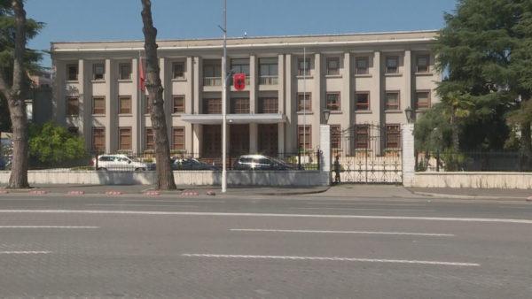 Rrëzimi i padisë së KLSH, Meta akuzon Gjykatën Kushtetuese për qëndrim politik