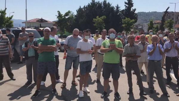 Protestë para bashkisë, naftëtarët e Ballshit kërkojnë pagat