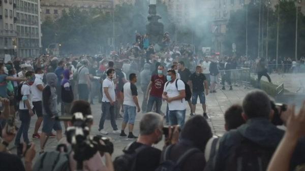 Vijojnë protestat në Serbi, tërhiqet Vuçiç. Masa më strikte, por jo izolim