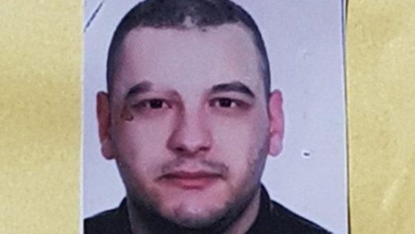 E goditën 20 herë me thikë, 3 persona nën hetim për vrasjen e 23-vjeçarit