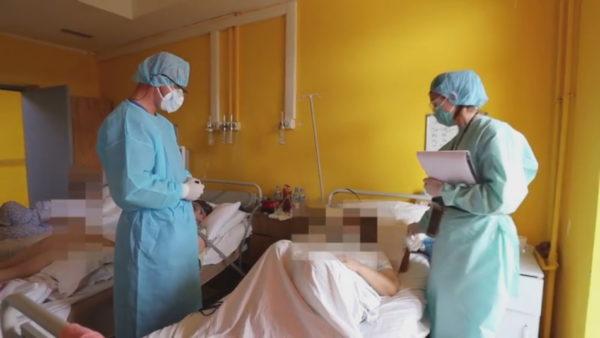 """Brenda spitalit """"Shefqet Ndroqi"""", në dhomat ku luftohet COVID-19"""