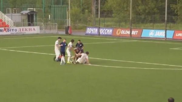 U ndëshkua me të kuq, ish-lojtari i kombëtares ruse dërgon arbitrin në spital