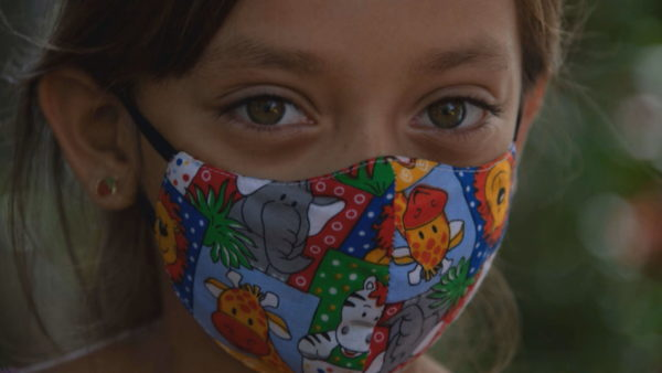 Masat mbrojtëse për fëmijët, nën 5 vjeç nuk kanë nevojë për maskë, adoleshentët më të rrezikuar