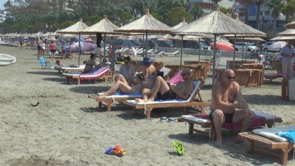 Gushti sjell dyndje pushuesish në Vlorë