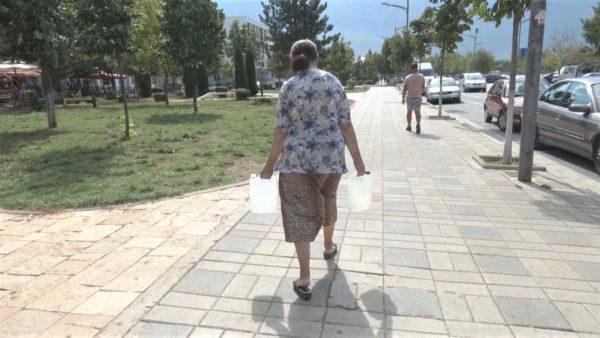 Kukësi vuan për ujë. Banorët: Na vjen vetëm disa minuta dhe pa presion