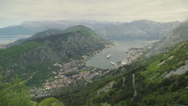 Mali i Zi hap kufijtë, shqiptarët mund të udhëtojnë, por me test