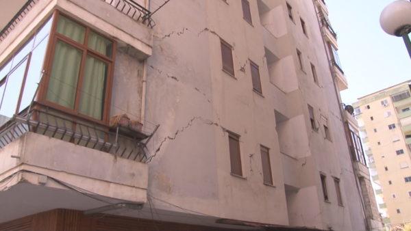 Durrës, dëmet e tërmetit, banorët: 9 muaj që presim ekspertizën për pallatin