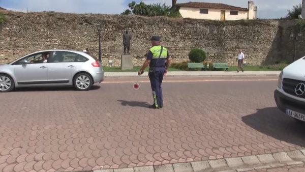 """""""Shkeljet"""" e bulevardit në Elbasan, aksidente, viktima dhe mosbindje ndaj Policisë"""