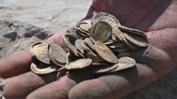 Zbulimi në Izrael, studentët gjejnë 425 monedha floriri 1100-vjeçare