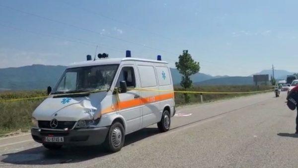 Aksident në Kakavijë, ambulanca përplas për vdekje një fëmijë