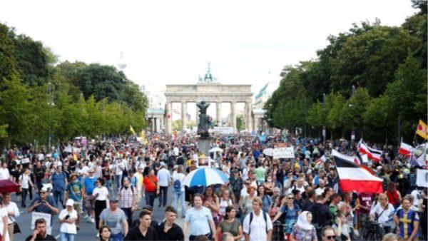 Gjykata iu dha leje, por policia shpërndan protestën anti-Covid