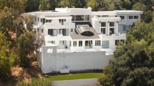 Masat anti-Covid, Bashkia e Los Angeles do iu presë ujin dhe dritat shtëpive ku organizohen festa