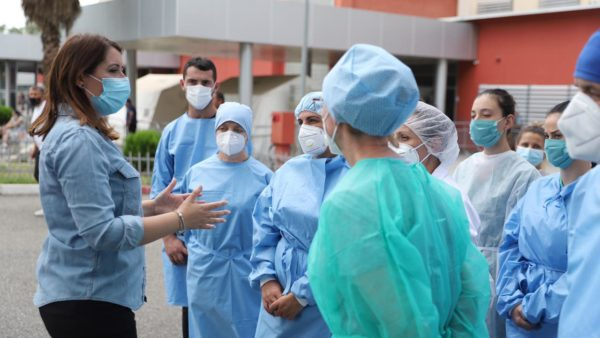 Plani i vjeshtë-dimrit për përballimin e Covid-19, Manastirliu: Edhe 48 personel mjekësor i shtohen QSUT