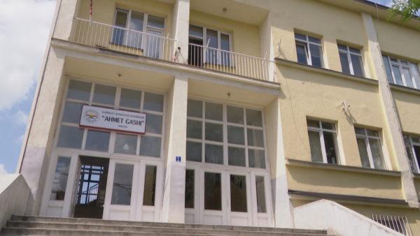 Viti i ri shkollor në Kosovë, Hoti takon kryetarët e qyteteve: Plani i ministrisë ofron siguri për nxënësit