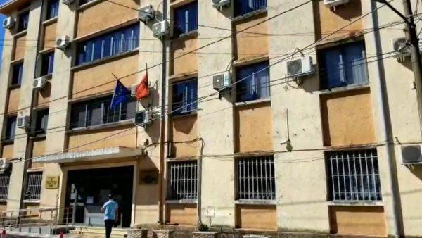 Mbytja e 17-vjeçares në Velipojë, Bajraktari dëshmon në gjykatë: Ramë të dy nga motori i ujit
