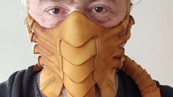 """Krijohet maska e frymëzuar nga filmi """"Alien"""""""