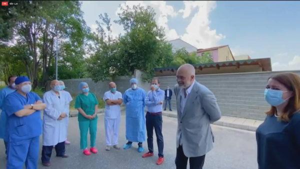 Rama heq maskën: Bëni si thonë mjekët, por mos bëni si bëj unë