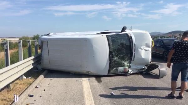 Vlorë, aksidentohet furgoni, plagoset shoferi
