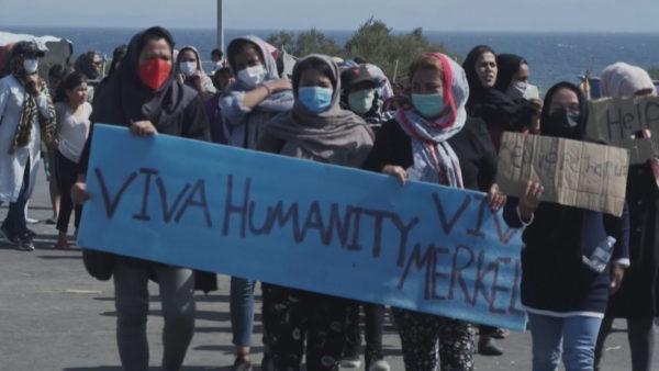 """""""Lesbosi është burg"""", emigrantët refuzojnë të hyjnë në kampin e ri"""