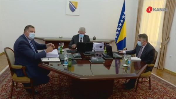 Politikani serb frenon Bosnjën të njohë Kosovën