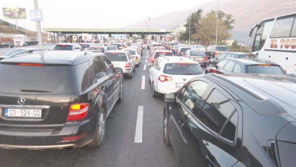 Fluks në Morinë, 15 mijë persona kalojnë drejt Shqipërisë