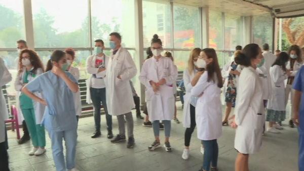 Mjekët pas takimit me ministren: Të pakënaqur nga rritja 40%, kemi pagat më të ulëta në rajon