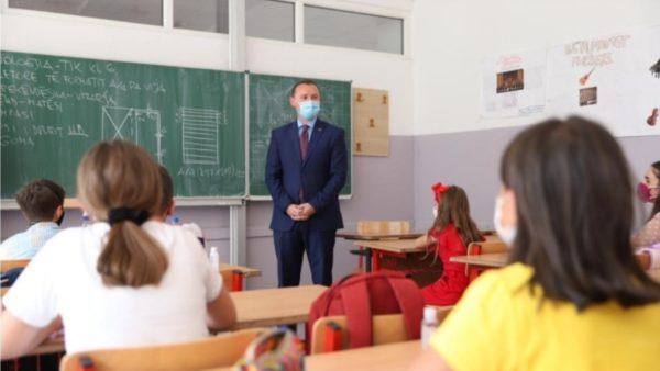 Vetëm një javë nga nisja e mësimit, infektohen me Covid disa nxënës në Kosovë