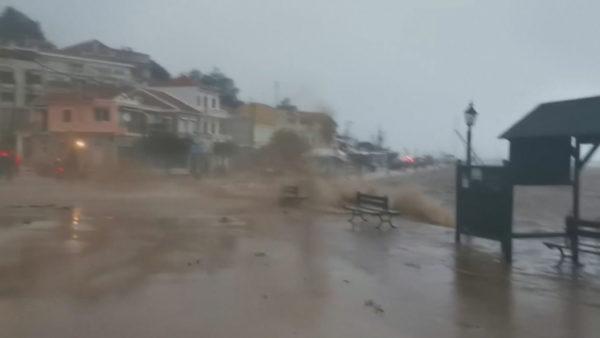 Greqia në alarm, cikloni mesdhetar godet ishujt e Jonit