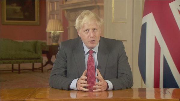Boris Johnson u përgjigjet letrave të fëmijëve britanikë: Asnjë kufizim për Santa Claus