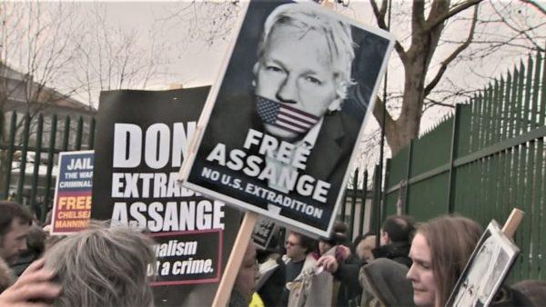 """Rinisin betejat ligjore të Julian Assange, """"babait"""" të WikiLeaks"""