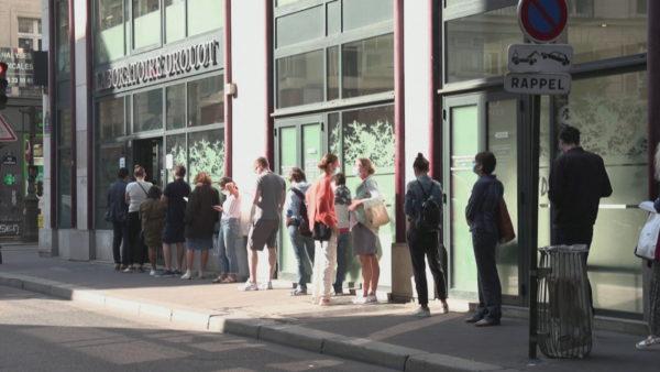 Shtohen rastet e reja në Francë, kufizime në Paris dhe Marsejë, mbyllen baret e restorantet