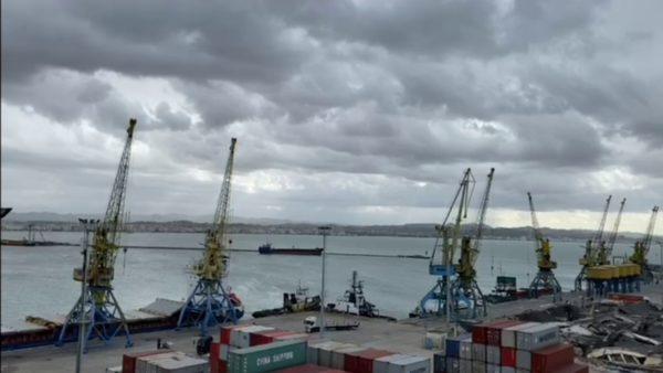 Koha e keqe, vonesa në nisjen e trageteve nga Durrësi