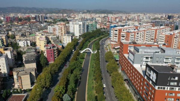 Tirana, në skajet e Lanës